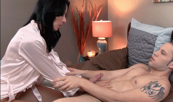 zoey-holloway-seducing-a-stud